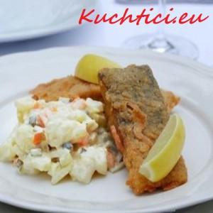 Kapr-smažený-s-bramborovým-salátem (1)