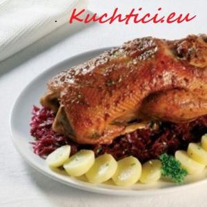 Pečená-kachna-s-knedlíkem-a-se-zelím
