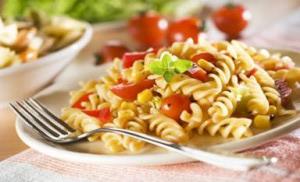 Těstovinový-salát-s-česnekem